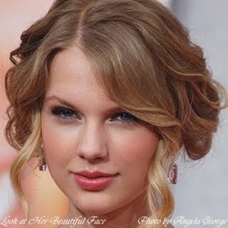Taylor Swift Beautiful Lips Shape