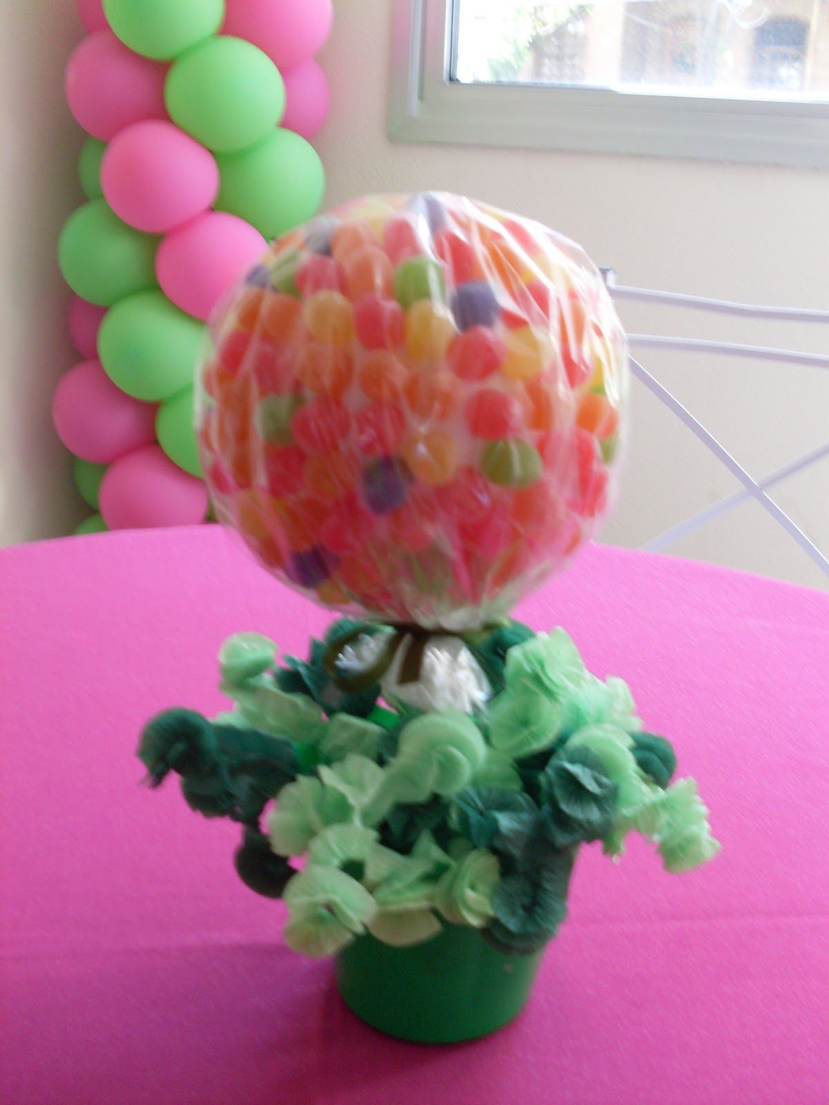 """decoracao de balões jardim encantado:DECORAÇÃO DE BALÕES, BRINQUEDOS E CENÁRIO """" Chocomel festas e"""