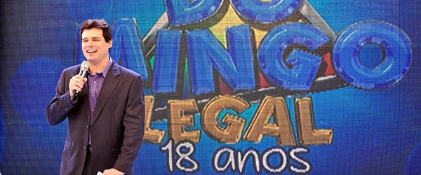 http://3.bp.blogspot.com/__XC0yijjwBw/TUS_9PEKPnI/AAAAAAAAAF8/UbzsLGuWThY/s1600/Celso+Portiolli+comemora+os+18+anos+do+Domingo+Legal.jpg