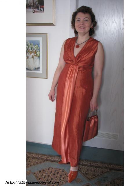 Верх передней половинки платья разрежьте по линиям и раздвиньте как показано на выкройке 2. И... Вечерние платья шьём