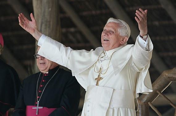 Melhor do que um Papa... só mesmo outro Papa!