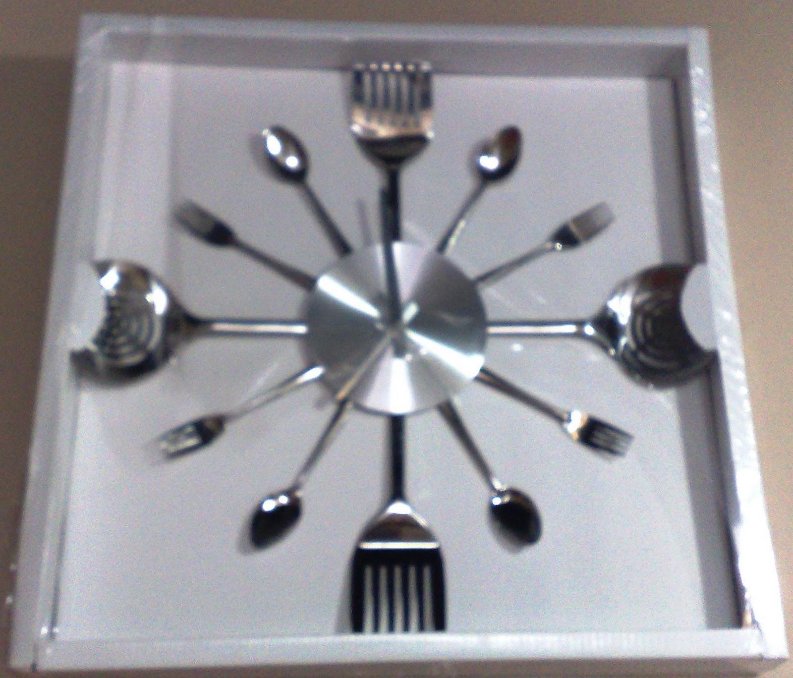 Casa Vera São Leopoldo: Relógio de talheres #7C6650 1600x1368 Acessorios Banheiro Reflexos