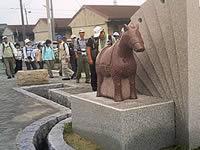 吉良町には赤馬が至るところに…