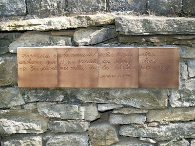 Poema de Màrius Torres als jardins posteriors del Mas Blanc