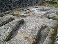 Tombes antropomorfes d'època medieval