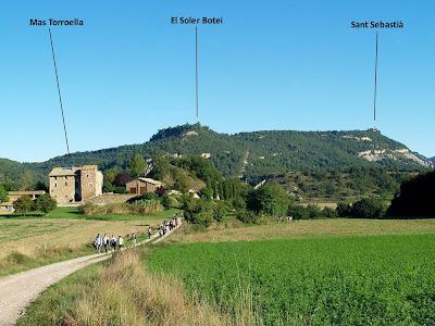 Mas Torroella i vistes del Serrat de Sant Sebastià