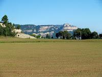 El Castell de Centelles des dels camps del Pou