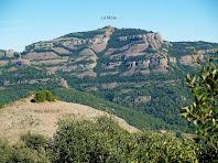 Sant Llorenç i la Roca del Corb des del caorriol que porta al Turó de la Carlina