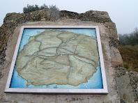 Mapa de ceràmica al cim del Castell de Voltregà