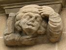 Relleus a la façana del Santuari de la Cova