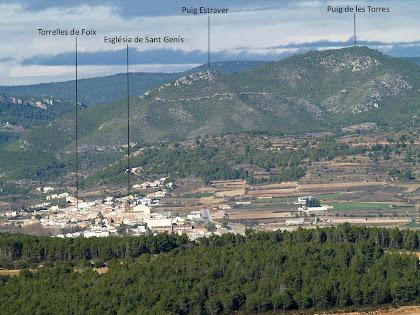Torrelles de Foix i muntanyes properes vistes des del Turó del Samuntà