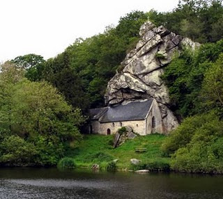 Gambar-gambar yang Anda saksikan ini adalah 10 bangunan gereja terunik ...