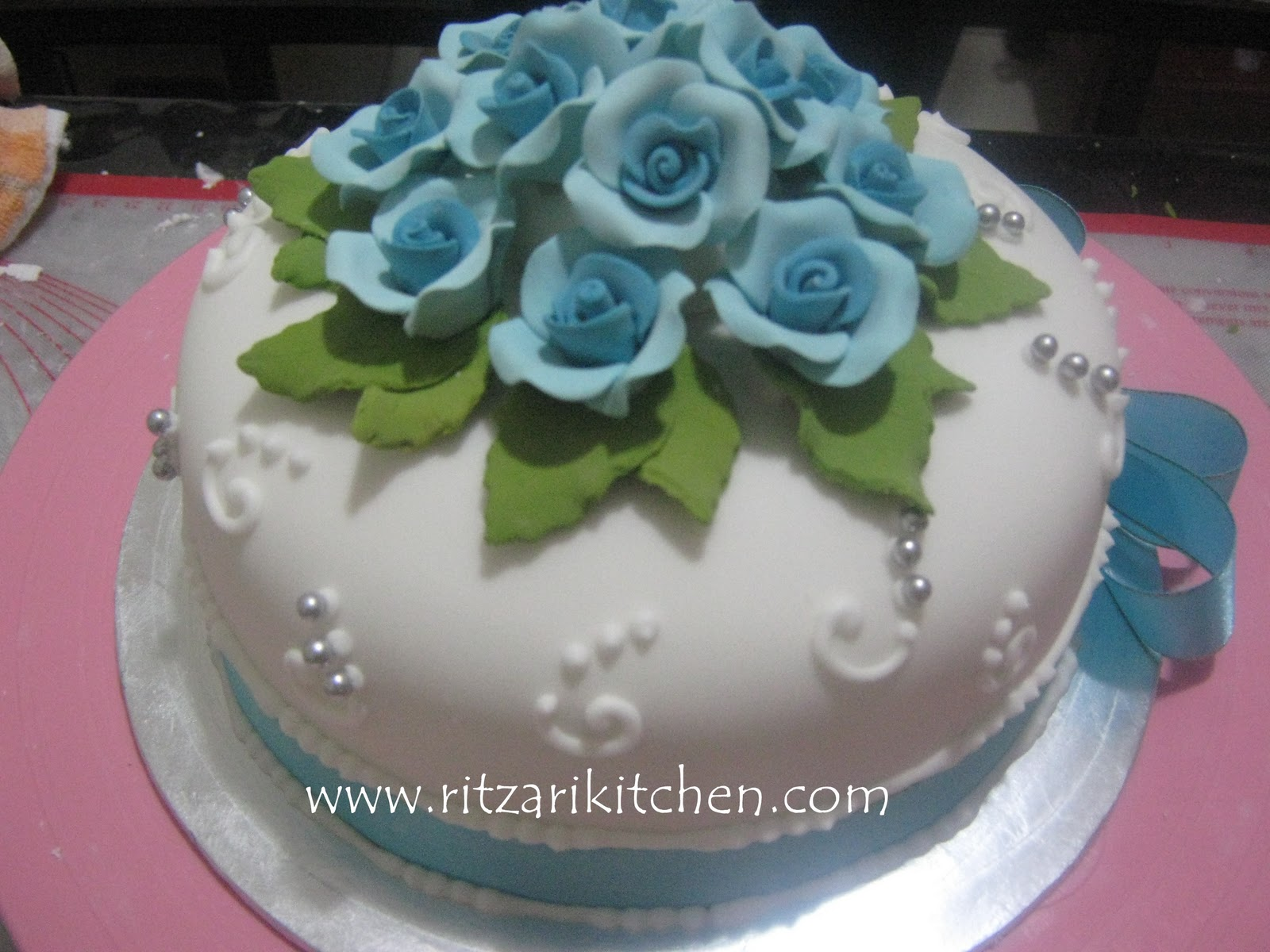 Pin Ritzarikitchen A Few Cake Decorating Ideas For The ...