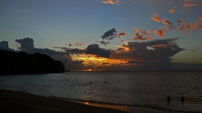 Coucher de soleil sur la magnifique plage de Leroux