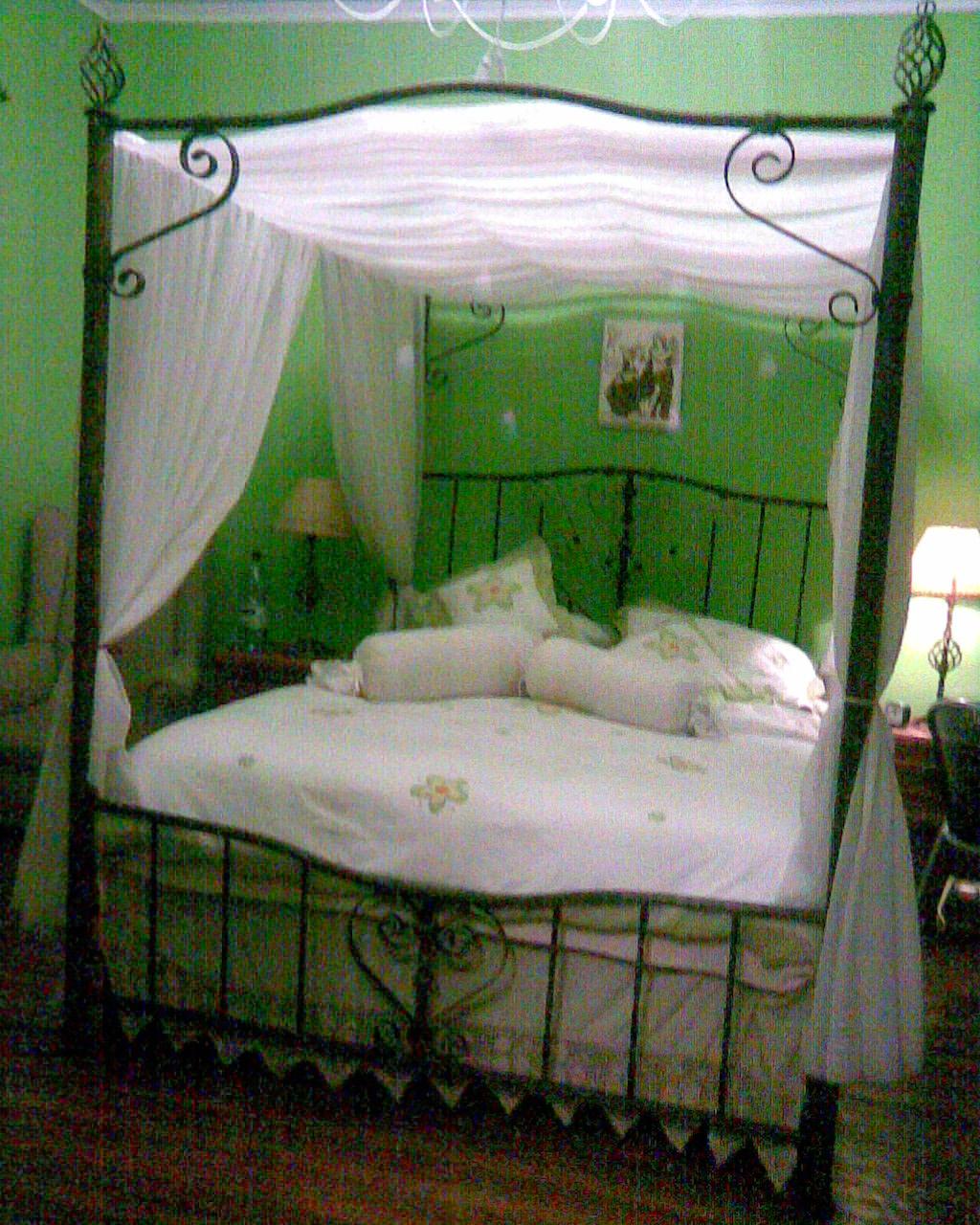 Muebles en fierro forjado camas matrimoniales y para ni as for Cuanto miden las camas matrimoniales