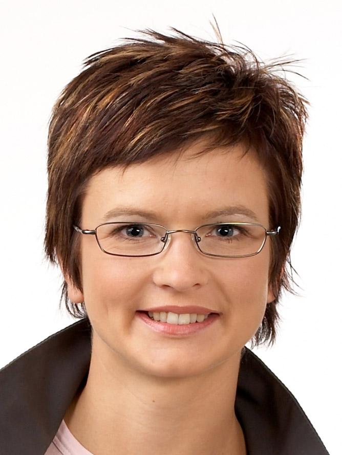 Blickkontakt: Brille und Frisur