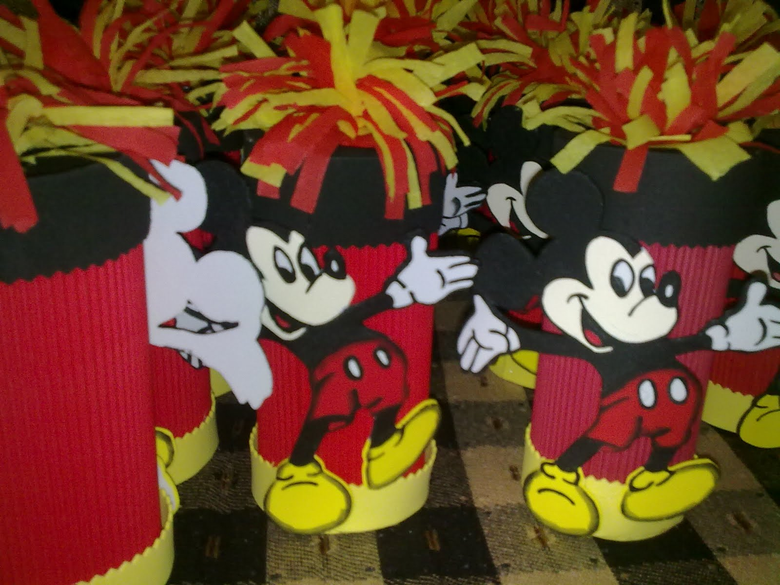 MANUALIDADES SHIREL: COTILLONES DE MIKEY Y MINI MOUSE