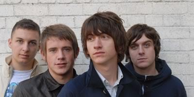Arctic Monkeys hacen entrar en calor españoles en MTV Winter