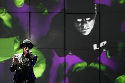Los Pet Shop Boys llenan de destellos cubistas el Poble Espanyol