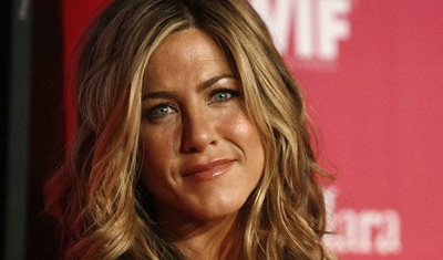 Jennifer Aniston se ríe de los rumores de romance