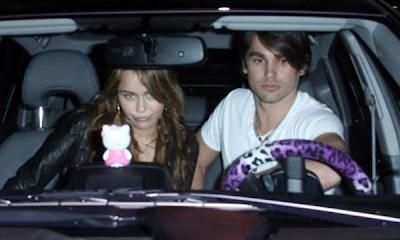 Miley Cyrus y Justin Gaston se pelean a través de Twitter