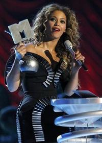 Beyoncé, Eminem y U2 triunfan en los MTV Europe Music Awards