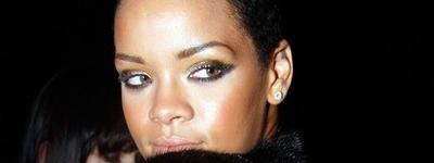 Rihanna pasea desnuda en su casa