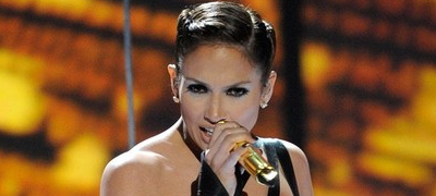 Jennifer López afirma que su caída era parte de la coreografía