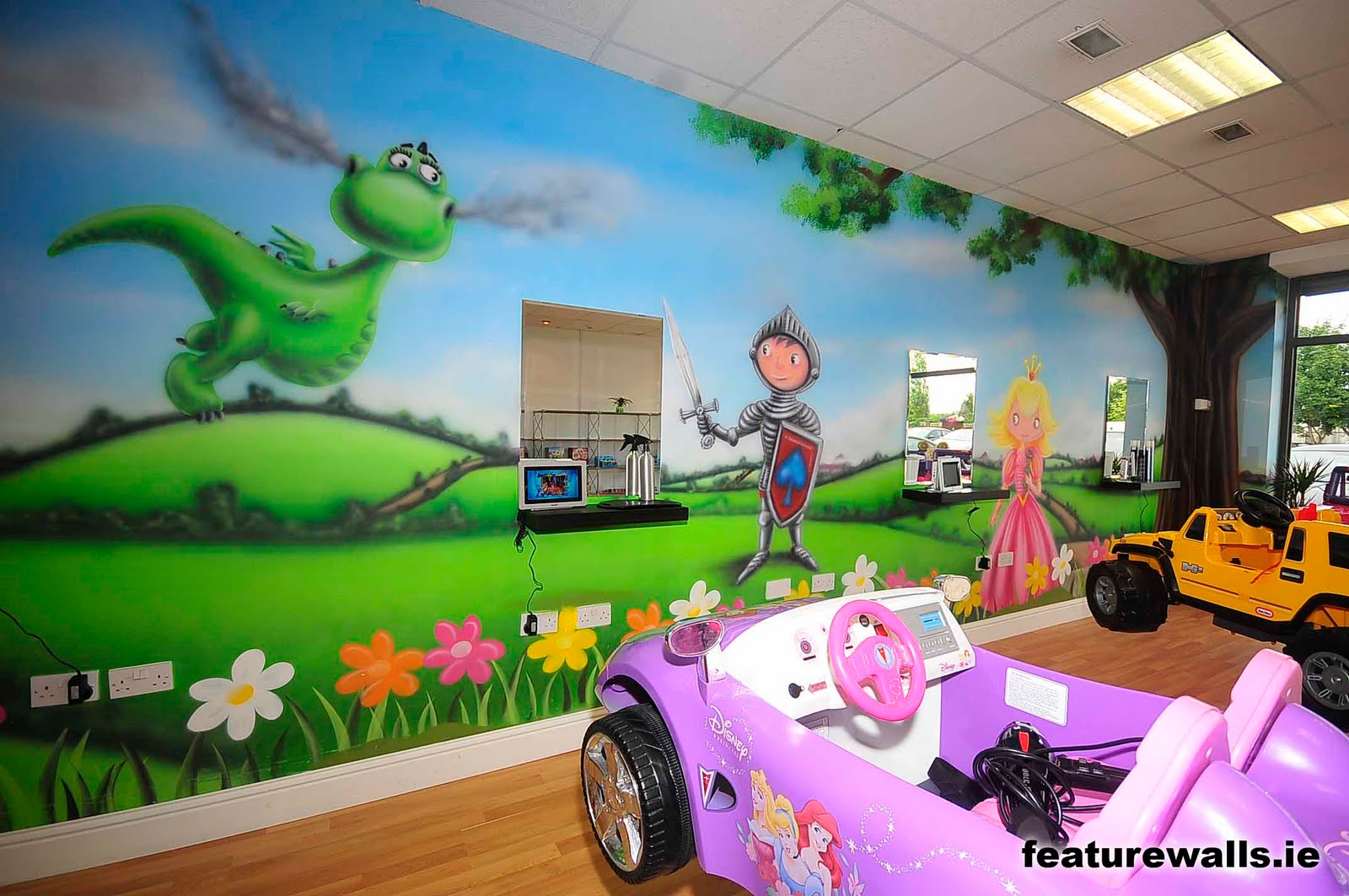 Mural painting professionals new kids for Childrens hair salon