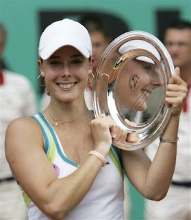 Alize Cornet trophy