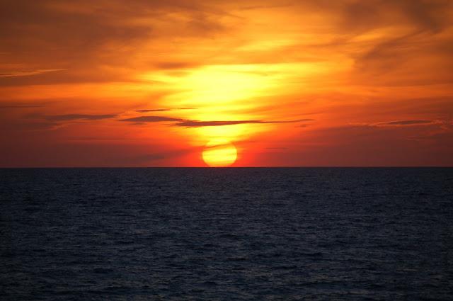 http://3.bp.blogspot.com/__ilGsQcnGTY/TFCvf_svDqI/AAAAAAAAAZs/ErLZEAg2SmA/s1600/Sunset-orange-2000.jpg