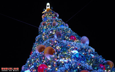 Giant Christmas Tree Lights Wallpaper