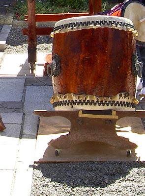 standing nagado taiko drum