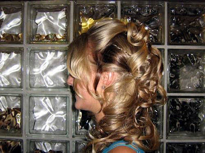 What a Romantic wedding hairstyle!This would be a great style for a beach