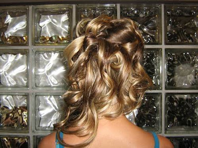 hairstyles for prom long curly hair. Here is a good hairstyle for women who