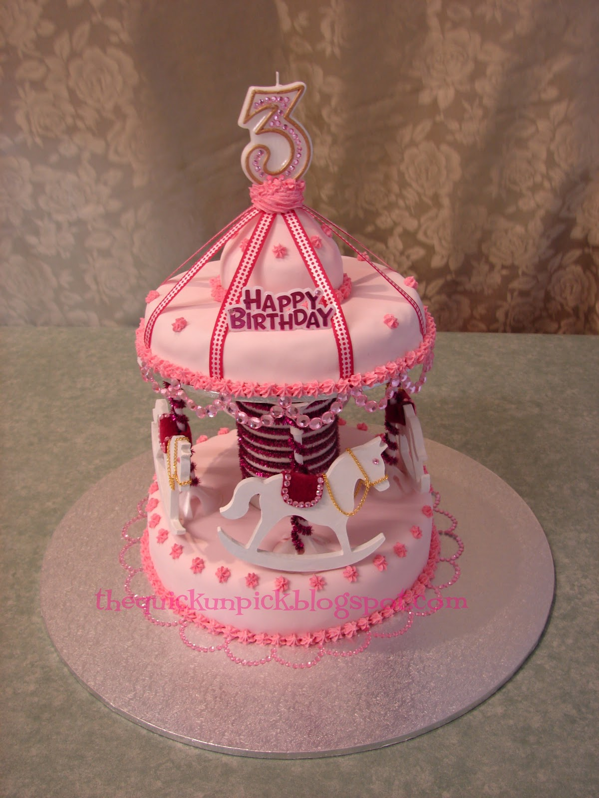 Carousel Birthday Cake http://thequickunpick.blogspot.com/2010/11/beautiful-birthday-cakes-princesses.html