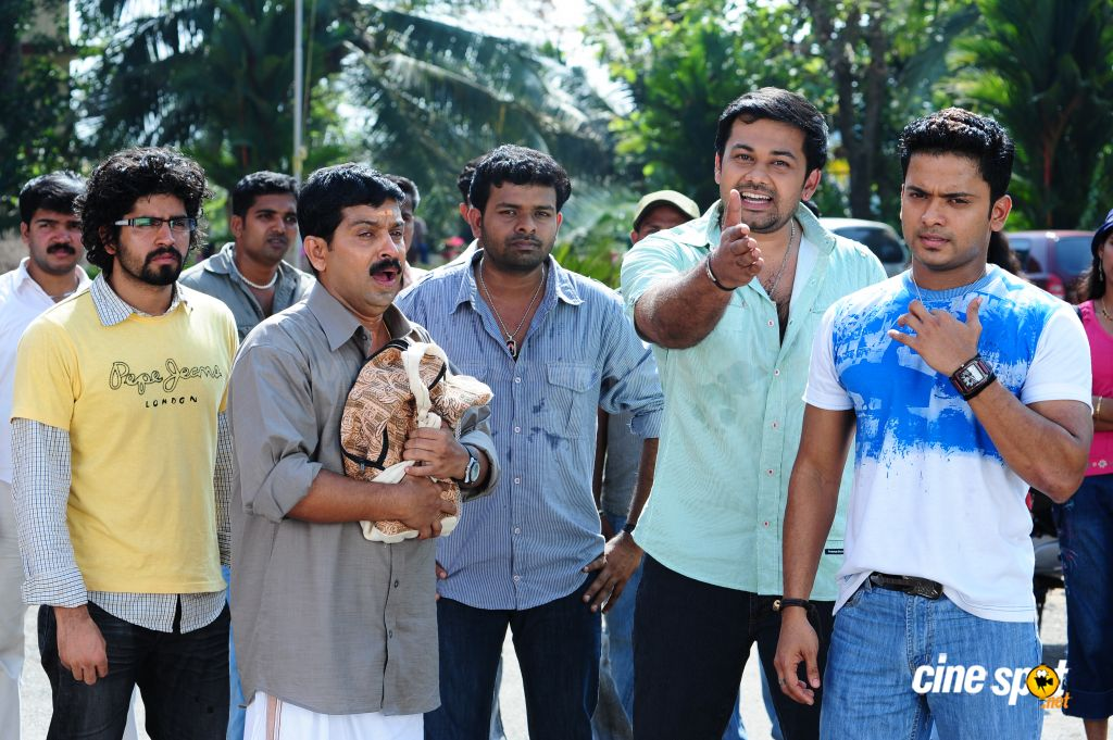 http://3.bp.blogspot.com/__tNGHUr5VIQ/S6tQFHKxw7I/AAAAAAAAAMA/ADJ0_OVjDqE/s1600/Chaverpada+Malayalam+Movie+Photos.JPG