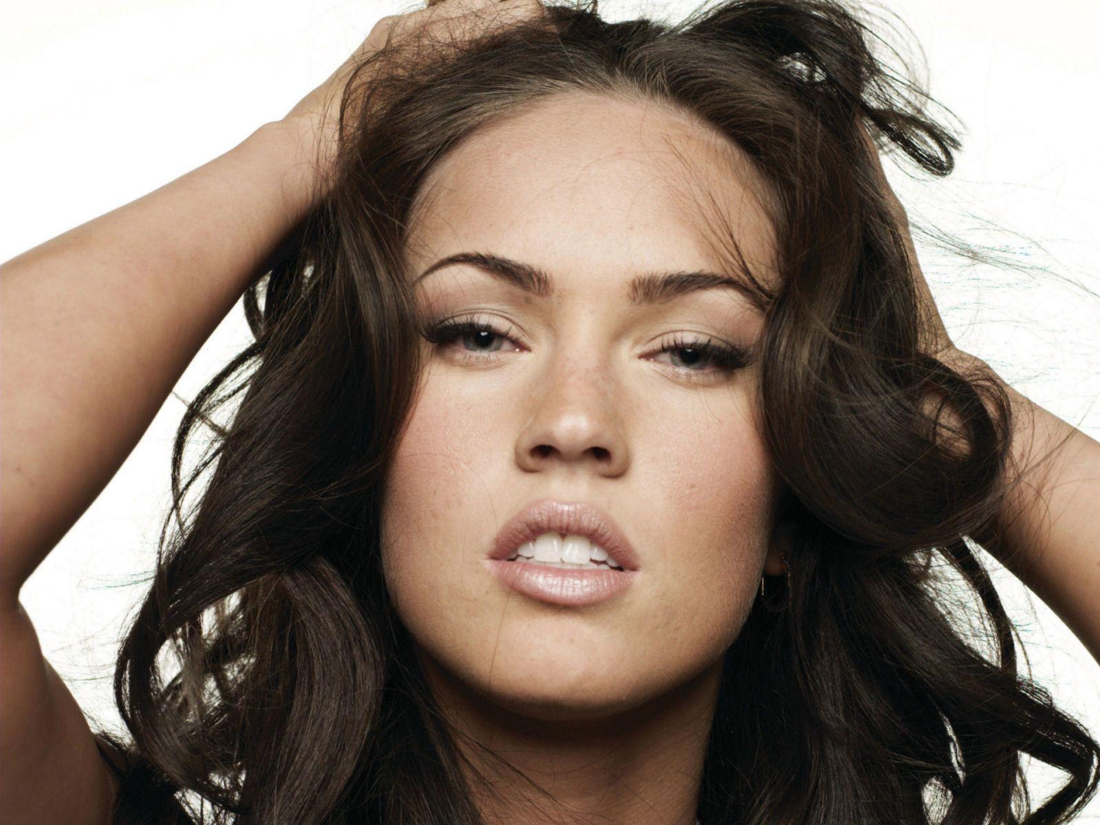 http://3.bp.blogspot.com/__ulIi81fTZM/ShaAsWmBQMI/AAAAAAAAAB0/pKrhix95BMY/s1600/Megan_Fox__10.jpg