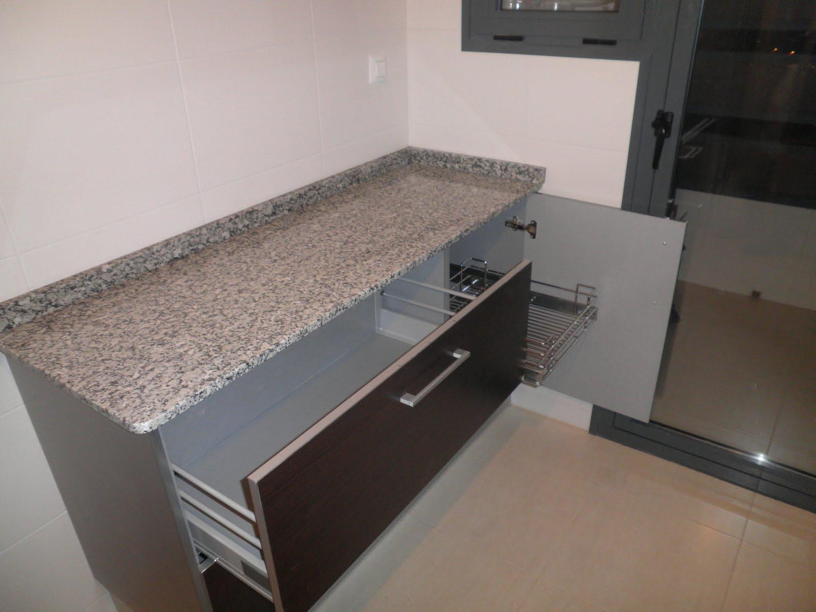 Decoraciones sahuquillo mueble de cocina wengue y aluminio for Muebles de oficina color wengue