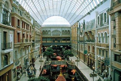 http://3.bp.blogspot.com/__w5MDzx_xbk/S-k0F_nkKlI/AAAAAAAAAkM/C6v1OdFsy-o/s400/West+Edmonton+Mall.JPG