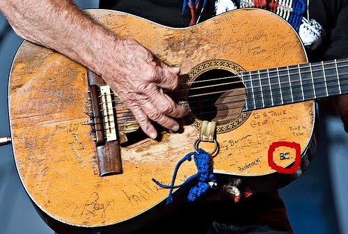 [willie-nelsons-guitar(2).jpg]