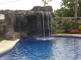 Piscinas en jaco piscinas en costa rica for Cascadas artificiales en piscinas
