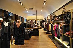 Hoy que me pongo flagship store de adolfo dom nguez for Tiendas adolfo dominguez valencia