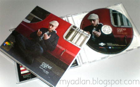 aku singgah di gerai jualan Inteam Mobile untuk membeli CD Maher Zain