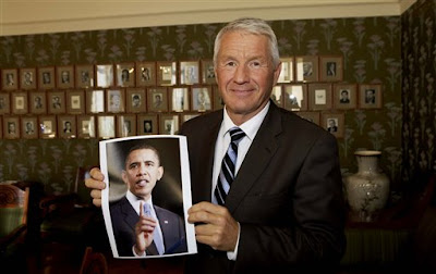 Thorbjorn Jagland, chairman of the Norwegian Nobel Committee, holds a photo of this year's Nobel Peace Prize laureate, Barack Obama, at The Norwegian Nobel Institute in Oslo on Friday.