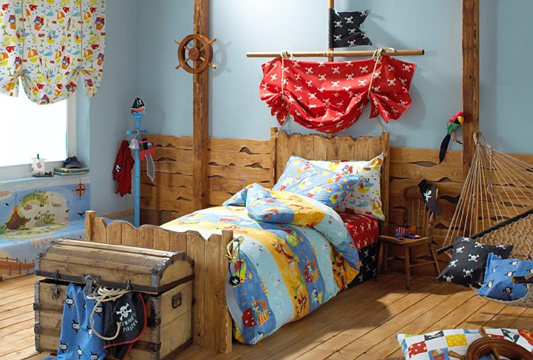 Creative urges creative blogspot boys pirate themed room for Boys pirate bedroom ideas