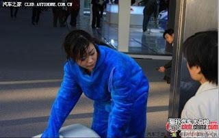 gadis maskot china 05 Gadis Maskot Comel Yang Menyentuh Hati