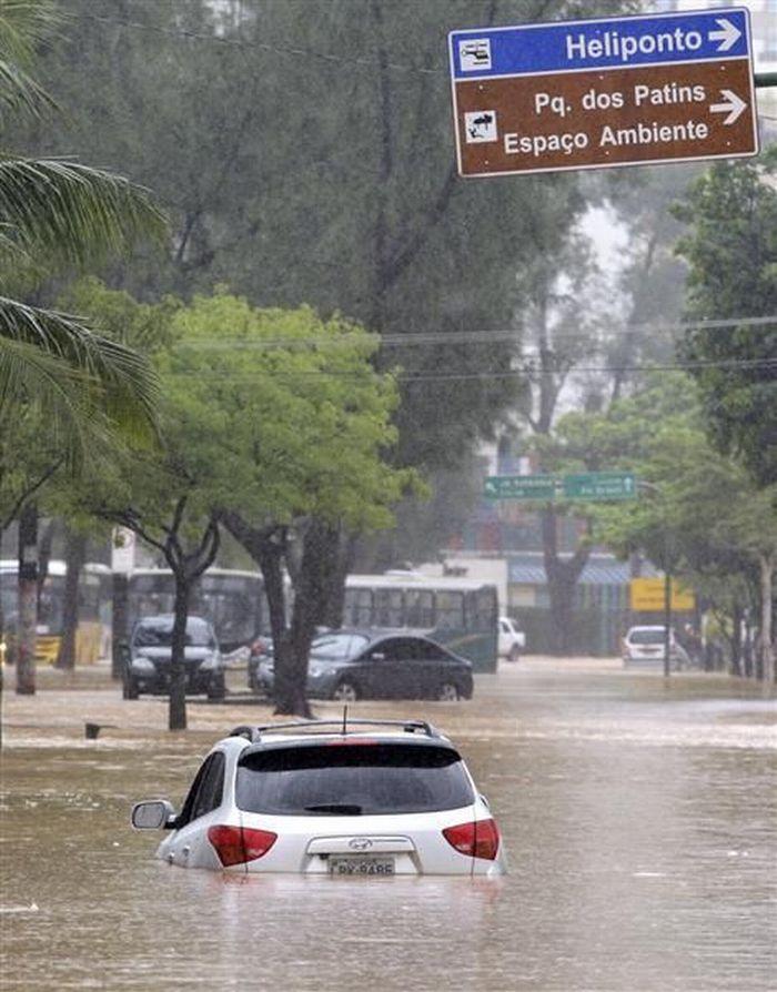 http://3.bp.blogspot.com/_a2Ac_i7cQNk/S71HivgRHFI/AAAAAAAAWww/U3ZpPGC0hmM/s1600/flood_03.jpg