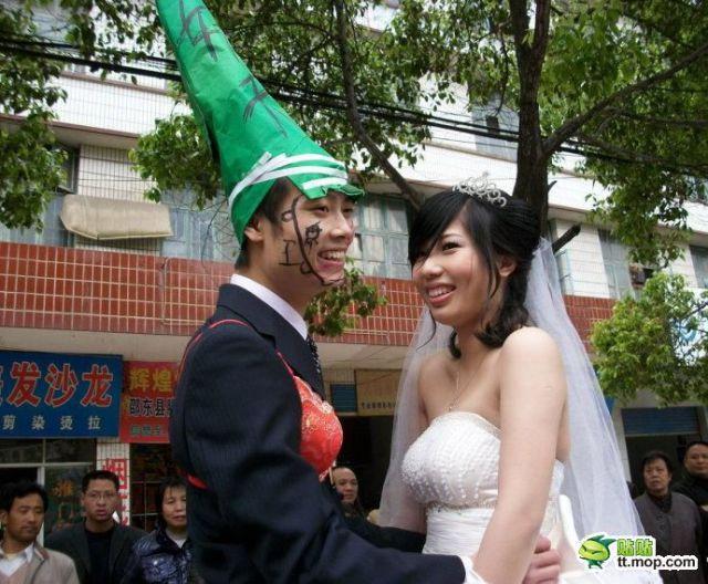 http://3.bp.blogspot.com/_a2Ac_i7cQNk/S_0CC6GcWQI/AAAAAAAAbig/FnCJo3QEYY4/s1600/crazy_chinese_fashionmongers_640_12.jpg