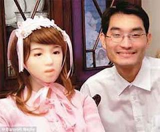 Pacaran - Menikah dengan Boneka